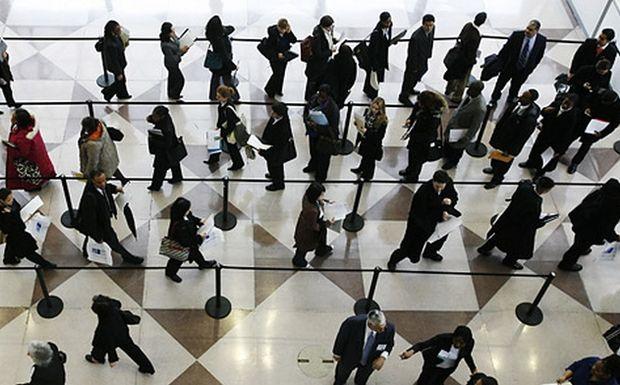 Κινητικότητα 25.000 «διαθέσιμων» υπαλλήλων και απολύσεις