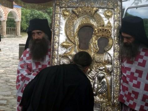 Θαυματουργή εικόνα της Παναγίας εγκατέλειψε μόνη της τη Μονή Βατοπαιδίου