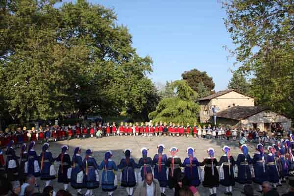 Τριήμερες εκδηλώσεις «ΑΙΑΝΙΩΤΙΚΑ 2013» στον προαύλιο χώρο του δημοτικού σχολείου Αιανής