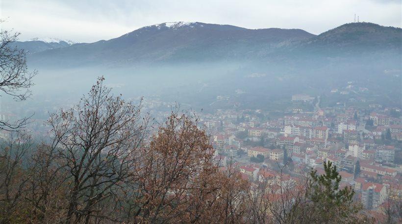 Δυτική Μακεδονία: Σβήστε τα τζάκια, «όχι» στο πέλετ, λέει η Περιφέρεια