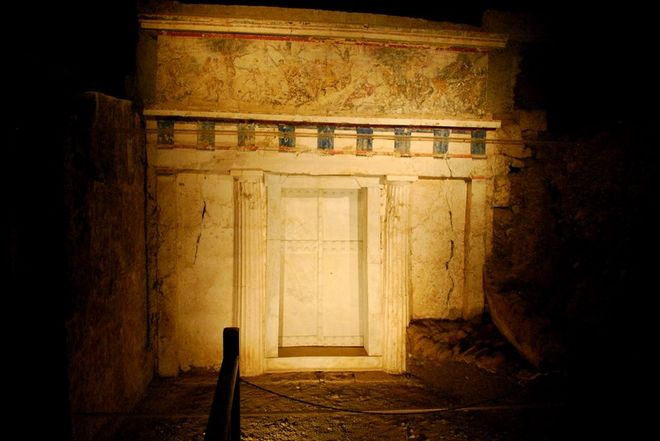 Στο φως πέντε βασιλικοί τάφοι της Βεργίνας