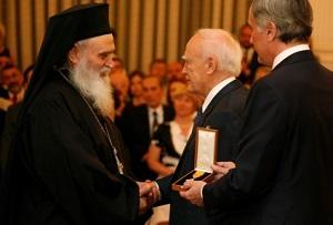 Assosiated Press: Ο «Άγιος των φυλακισμένων» ζει στην Ελλάδα. – Αφιέρωμα στον Αρχιμανδρίτη Γερβάσιο Ραπτόπουλο. Ιδιαίτερη τιμή για τα Γρεβενά και το χωριό Αιμιλιανός