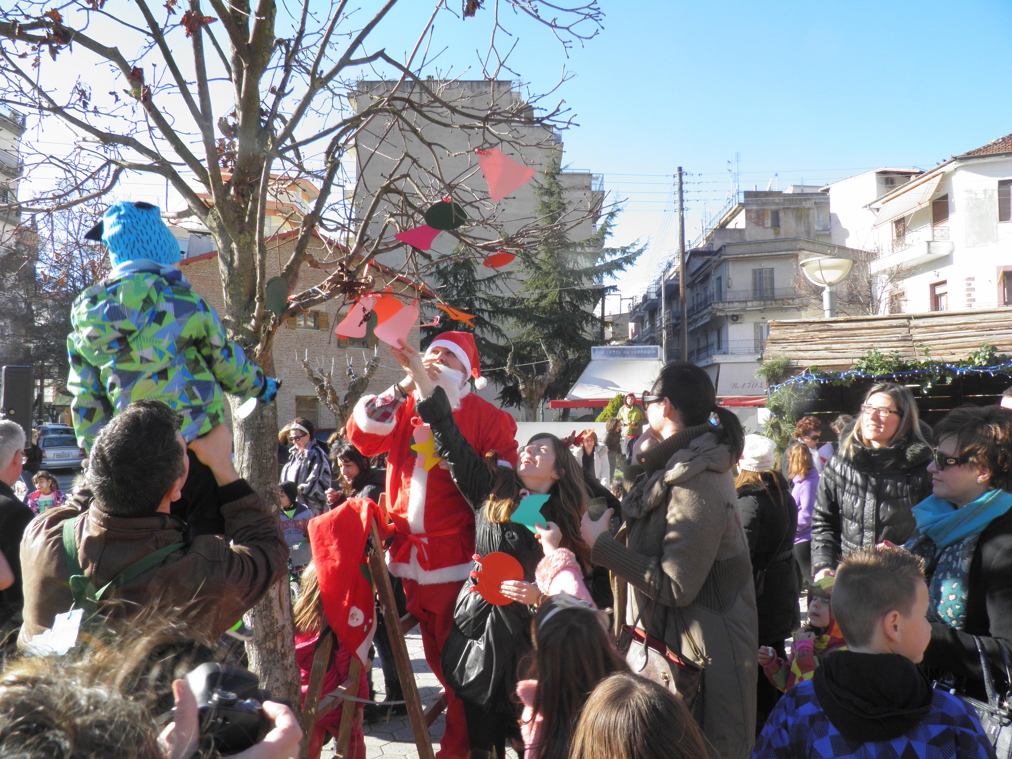 Με μεγάλη επιτυχία πραγματοποιήθηκε το Σάββατο 27 Δεκεμβρίου 2014 η εκδήλωση του Δήμου «Χριστούγεννα στην πόλη» με πρωταγωνιστές τα μικρά παιδιά (φωτογραφίες)