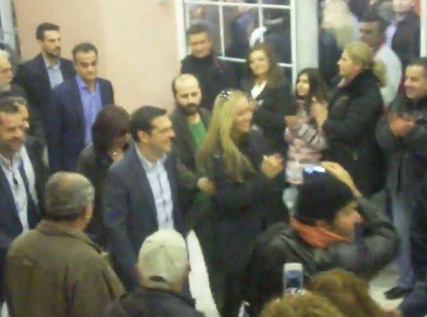 Η υποδοχή του Αλέξη Τσίπρα στο Εκθεσιακό Κέντρο στα Κοίλα Κοζάνης ( Βίντεο)
