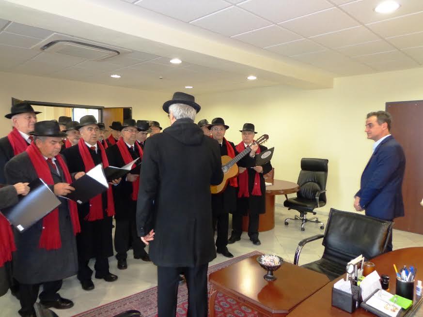 Τα Πρωτοχρονιάτικα κάλαντα έψαλαν στον Περιφερειάρχη Δυτικής Μακεδονίας Θεόδωρο Καρυπίδη, οι Τροβαδούροι Πτολεμαΐδας, την Τετάρτη 31 Δεκεμβρίου 2014 (video)