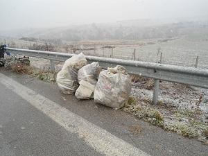 Kαθαρισμός των χώρων στάθμευσης αυτοκινήτων στον κάθετο άξονα της Εγνατίας Οδού στο τμήμα Κοζάνης – Πτολεμαΐδας