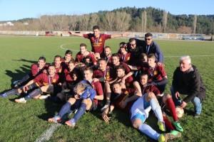 Για πρώτη φορά στην ιστορία της ΑΕ Ποντιων Βατολάκκου κατακτά το κύπελλο της ΕΠΣ Γρεβενών, κερδίζοντας στον τελικό 2-0 τον Καμβουνιακό Δεσκάτης (φωτογραφίες)