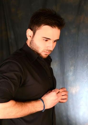 Συνέντευξη με τον ανερχόμενο τραγουδιστή Βαγγέλη Βαδέκα