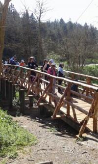 Αθλητικά σφηνάκια και άλλα: Παραδόθηκε για χρήση το γεφυράκι στην περιοχή Καστράκι – Τις προσεχείς μέρες θα ξεκινήσουν οι εργασίες για την τοποθέτηση ταρτάν στο ΔΑΚ