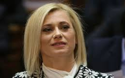 Η Ραχήλ Μακρή στηρίζει τη Ζωή Κωνσταντοπούλου: «Θεωρώ πως είναι στημένο περιστατικό»- «Η κυρία Κωνσταντοπούλου θα κάνει τα δέοντα για να υπερασπίσει την τιμή και την υποληψή της»-Βίντεο!