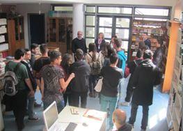 «Το 1ο Γενικό Λύκειο Κοζάνης αναζητώντας τη «φαρδιά πατημασιά» του Γεωργίου Μπούσιου…» επισκέφθηκε τη Δημόσια Βιβλιοθήκη Γρεβενών
