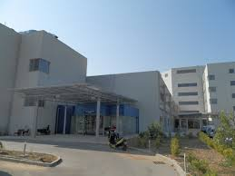 «Πέρασε» η τροπολογία Κουρουμπλή – «Ξηλώνονται» χωρίς αποζημίωση όλες οι διοικήσεις των νοσοκομείων