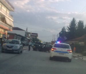 Το κακό συνεχίζεται … σφοδρή μετωπική σύγκρουση δύο ΙΧ αυτοκινήτων επί της κεντρικής οδού της 13ης Οκτωβρίου