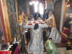 Ο Σεβασμιώτατος Μητροπολίτης Γρεβενών κ. Δαβίδ λειτούργησε στον Άγιο Γεώργιο Βαροσίου της πόλεως των Γρεβενών (φωτογραφίες)