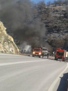 Η επίσημη ανακοίνωση της πυροσβεστικής για την πυρκαγιά σε λεωφορείο στο 30° χλμ Κοζάνης – Ελασσόνας