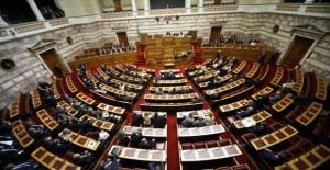 Ψηφίστηκε το παράλληλο: Ποιες αλλαγές φέρνει σε δημοτικά τέλη, προσλήψεις, επιδόματα, Καλλικράτη