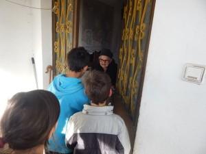 Επίσκεψη αγάπης και προσφοράς από τους μαθητές του Δημοτικού σχολείου Μεγάρου (φωτογραφίες)