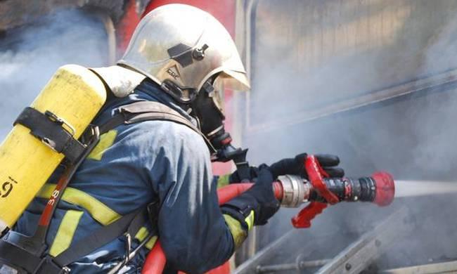 Αυτοκίνητο τυλίχθηκε στις φλόγες  στην εθνική οδό Γρεβενών Τρικάλων στη γέφυρα του Βενέτικου ποταμού