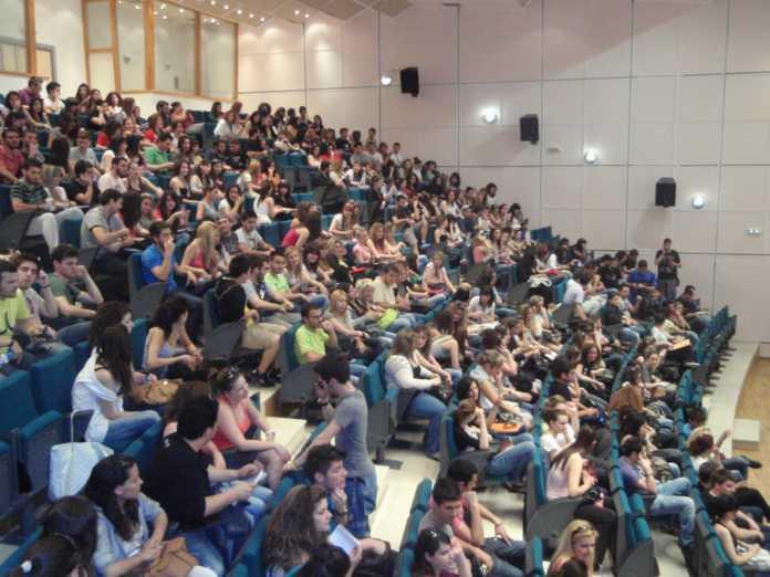 """Φοιτητικό επίδομα: """"Μπλόκο"""" σε χιλιάδες φοιτητές λόγω ΑΜΚΑ"""