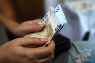 Κοινωνικό Εισόδημα Αλληλεγγύης: Ποιοι και πώς δικαιούνται έως 200 ευρώ