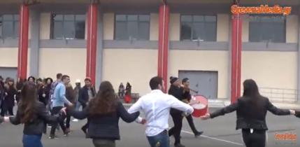 Γρεβενά-Απουκρά 2018: Παρωδία παραδοσιακού γάμου από τα Λύκεια της πόλης (βίντεο)