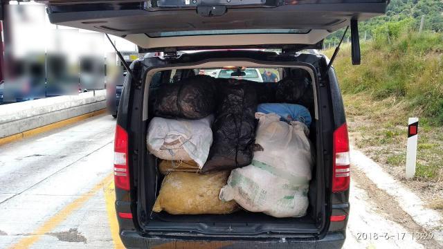 Συνελήφθησαν 4 άτομα για μεταφορά πολύ μεγάλης ποσότητας ακατέργαστης κάνναβης, βάρους  208  κιλών και 580 γραμμαρίων, σε περιοχή της Κοζάνης (Φωτογραφίες)