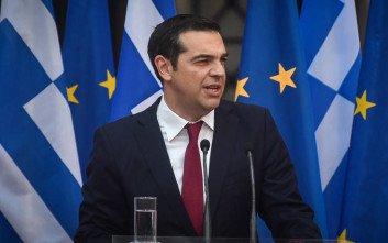 Μόνιμοι μαζικοί διορισμοί χωρίς γραπτούς διαγωνισμούς στις εξαγγελίες Τσίπρα από τη ΔΕΘ