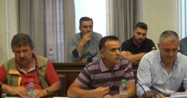 Τι ειπώθηκε στην χθεσινή συνεδρίαση του Δημοτικού Συμβουλίου Γρεβενών. Περισσότερο απο 1 εκατ. ευρώ θα πληρώσουν οι οικογένειες στα χωριά για την προμήθεια των καυσόξυλων (Βίντεο – φωτογραφίες)