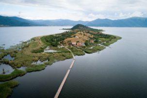Άγιος Αχίλλειος: Το γραφικό νησάκι στις Πρέσπες με τους 21 κατοίκους
