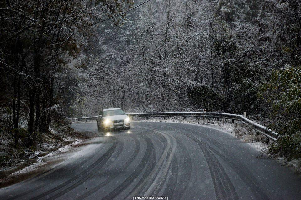 Συνεχίζονται οι χιονοπτώσεις στον Νομό Γρεβενών – ΄΄Δίπλωσαν΄΄ φορτηγά στην Εγνατία Οδό