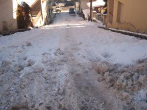 Αποκλεισμένοι στα σπίτια τους οι κάτοικοι των χωριών.Πλημμελής αποχιονισμός των δρόμων της πόλης των Γρεβενών.Τραγική η κατάσταση!