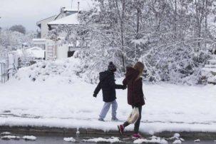 Όλα δείχνουν οτι θα παραταθούν οι εορταστικές διακοπές των μαθητών στα Γρεβενά. Από -15 έως -20 βαθμούς θα πέσει η θερμοκρασία την επομένη εβδομάδα