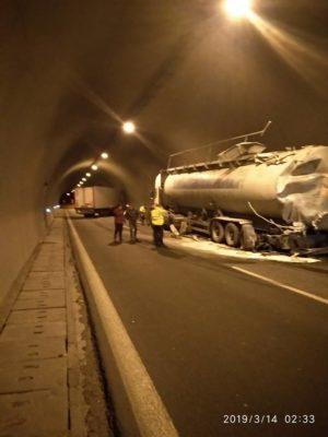 Τροχαίο ατύχημα με νταλίκα σε τούνελ της Εγνατίας Οδού από Βέροια προς Κοζάνη