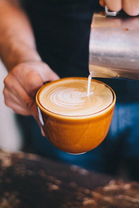 Με ένα καφέ στο χέρι- Η πόλη όπου οι κάτοικοι πίνουν το 1/3 της ποσότητας του καφέ όλης της Ελλάδας