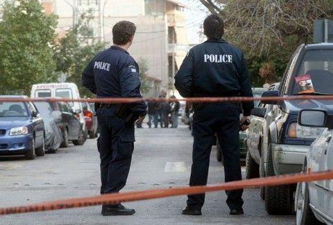 Άγριο ΞΥΛΟ αστυνομικού σε αστυνομικό (Βίντεο)