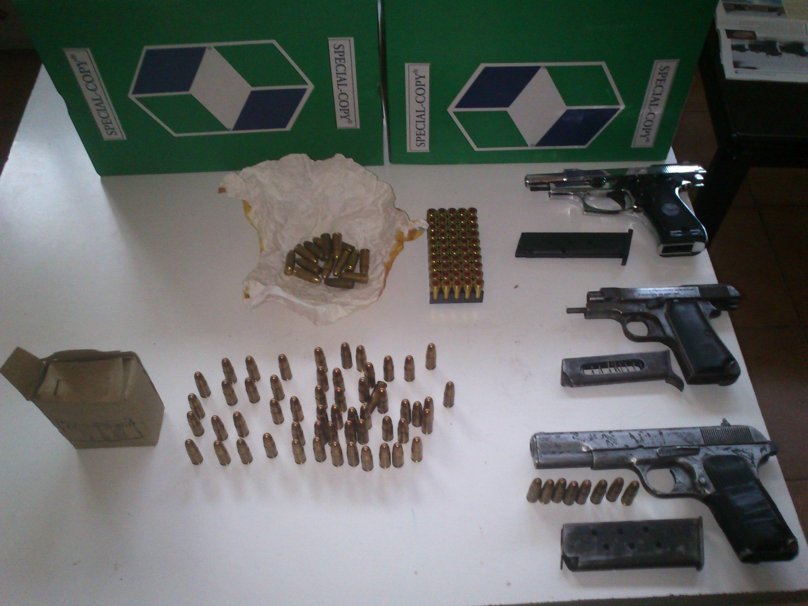 Φλώρινα: Στα χέρια της αστυνομίας 46χρονος με τρία πιστόλια και 128 φυσίγγια
