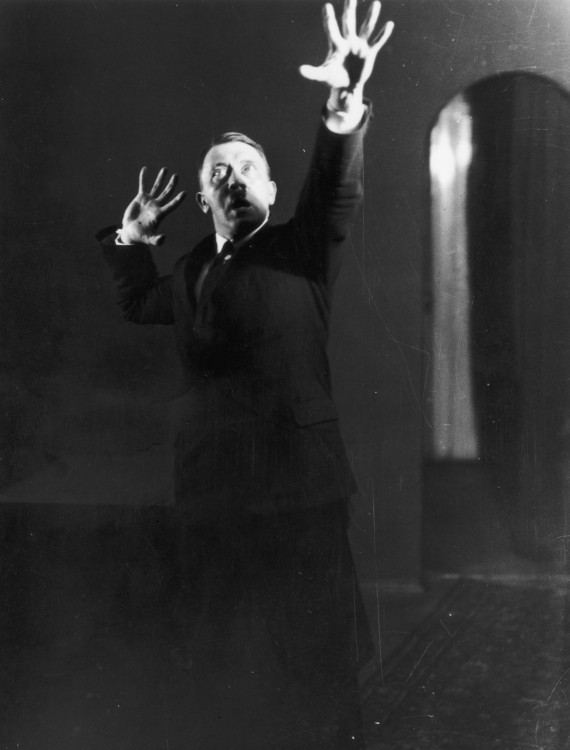 Αυτές είναι οι ΑΓΝΩΣΤΕΣ προσωπικές φωτογραφίες του Χίτλερ που ο ίδιος ζήτησε να ΚΑΤΑΣΤΡΑΦΟΥΝ (Φώτο)