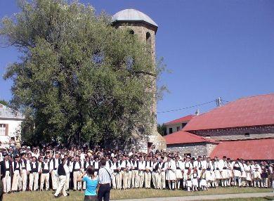 «Πάσχα του Καλοκαιριού» στα ορεινά χωριά των Γρεβενών – Τα έθιμα του Δεκαπενταύγουστου σε όλη την Ελλάδα