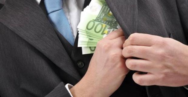 Διαφθορά: Βουλευτές, δημάρχους και εφοριακούς «δείχνουν» οι πολίτες