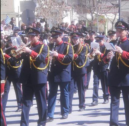 Πανελλήνιος εξευτελισμός !(Παρέλαση στα Γρεβενά με εμβατήρια από C.D.και κασέτες)