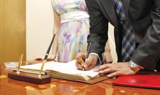 Κι όμως…Οι πολιτικοί γάμοι ξεπέρασαν τους θρησκευτικούς