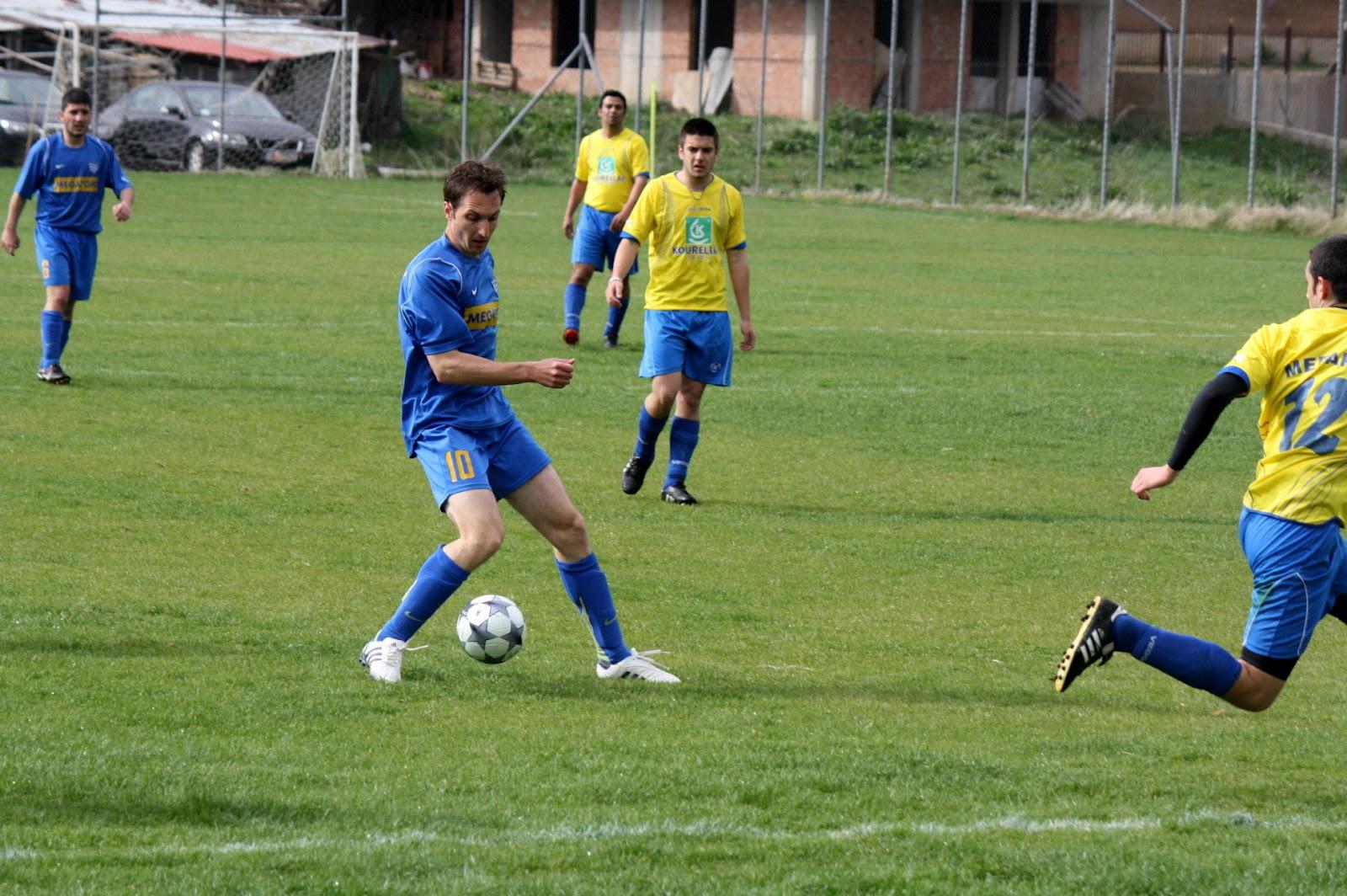 Σημαντική η βοήθεια που προσφέρει στην Ένωση Ποδοσφαιρικών Σωματείων Γρεβενών όπου είναι αντιπρόεδρος ο Διευθυντής της Τράπεζας Πειραιώς Δημήτρης Ρίζος