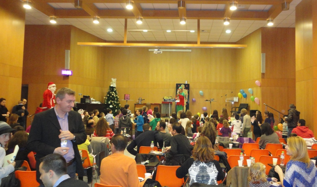 Με μεγάλη επιτυχία πραγματοποιήθηκαν οι Χριστουγεννιάτικες εορταστικές εκδηλώσεις για τα παιδιά των Αστυνομικών και Πολιτικών υπαλλήλων των υπηρεσιών της Αστυνομικής Διεύθυνσης Γρεβενών