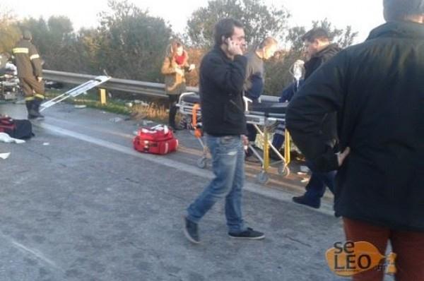 """Tραγωδία στα Μάλγαρα. Λεωφορείο του ΚΤΕΛ """"καρφώθηκε"""" σε νταλίκα – Δύο νεαρές γυναίκες ξεψύχησαν στην άσφαλτο"""