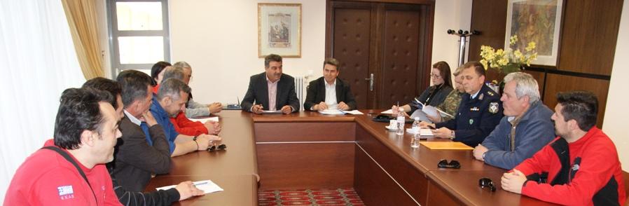 Πραγματοποιήθηκε υπό την προεδρία του Αντιπεριφερειάρχη Γρεβενών κ. Γιώργου Δασταμάνη, συνεδρίαση με θέμα «Σχεδιασμός και δράσεις Πολιτικής Προστασίας για την αντιμετώπιση κινδύνων λόγω των δασικών πυρκαγιών»