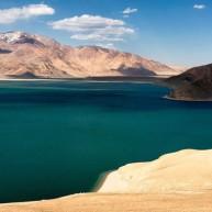 Μια λίμνη που… αλλάζει χρώματα!