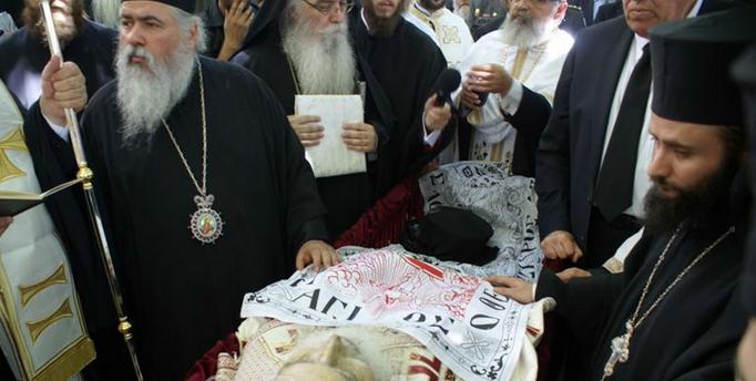 Η ταφή του Μητροπολίτη Γρεβενών κυρού Σεργίου σε φωτογραφίες στον αύλειο χώρο του Επισκοπείου της Ιεράς Μητροπόλεως Γρεβενών