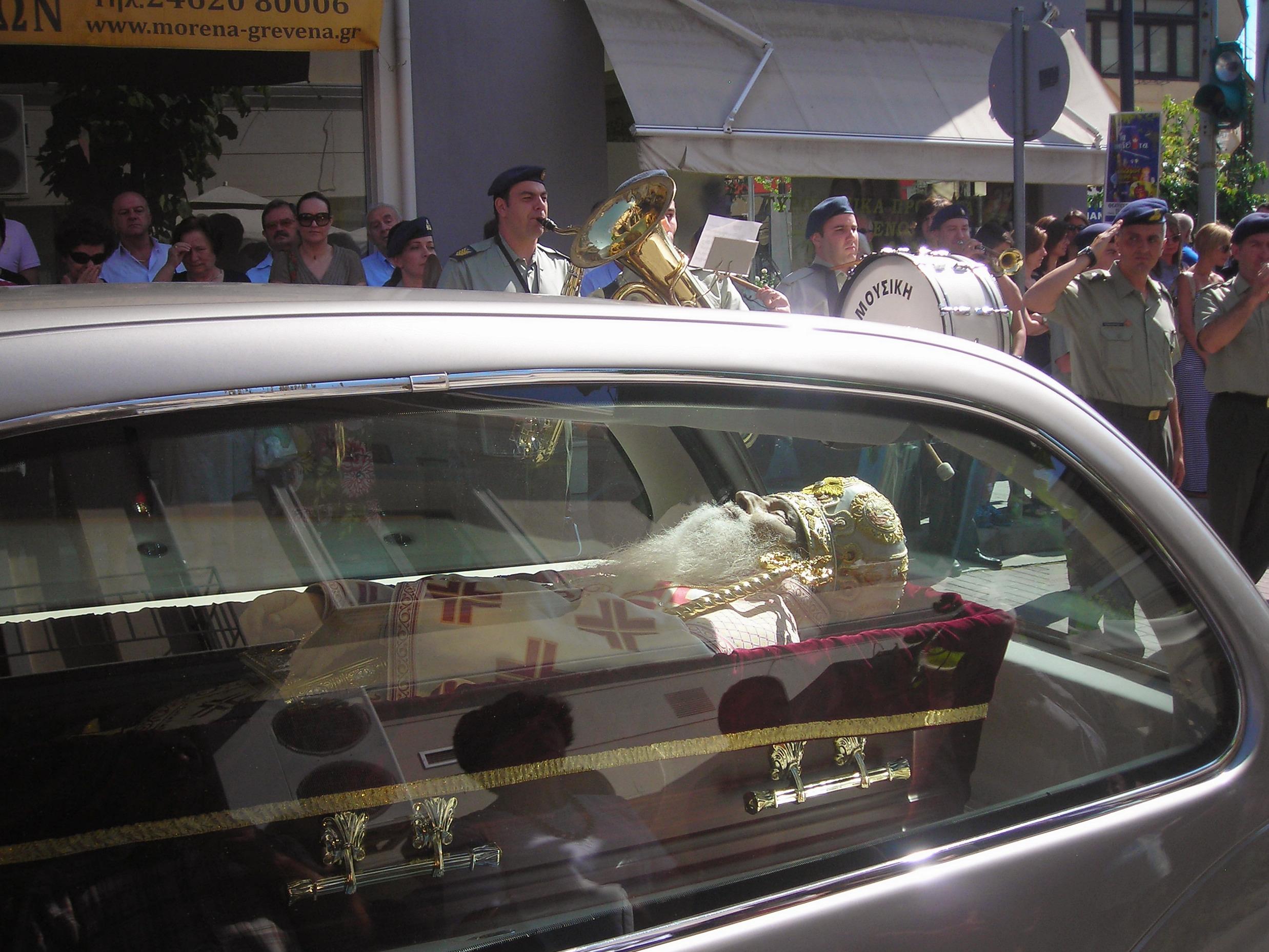 video~Στον Ιερό Ναό της Ευαγγελιστρίας Γρεβενών για προσκύνημα το σεπτό σκήνωμα του Μητροπολίτη Σεργίου.
