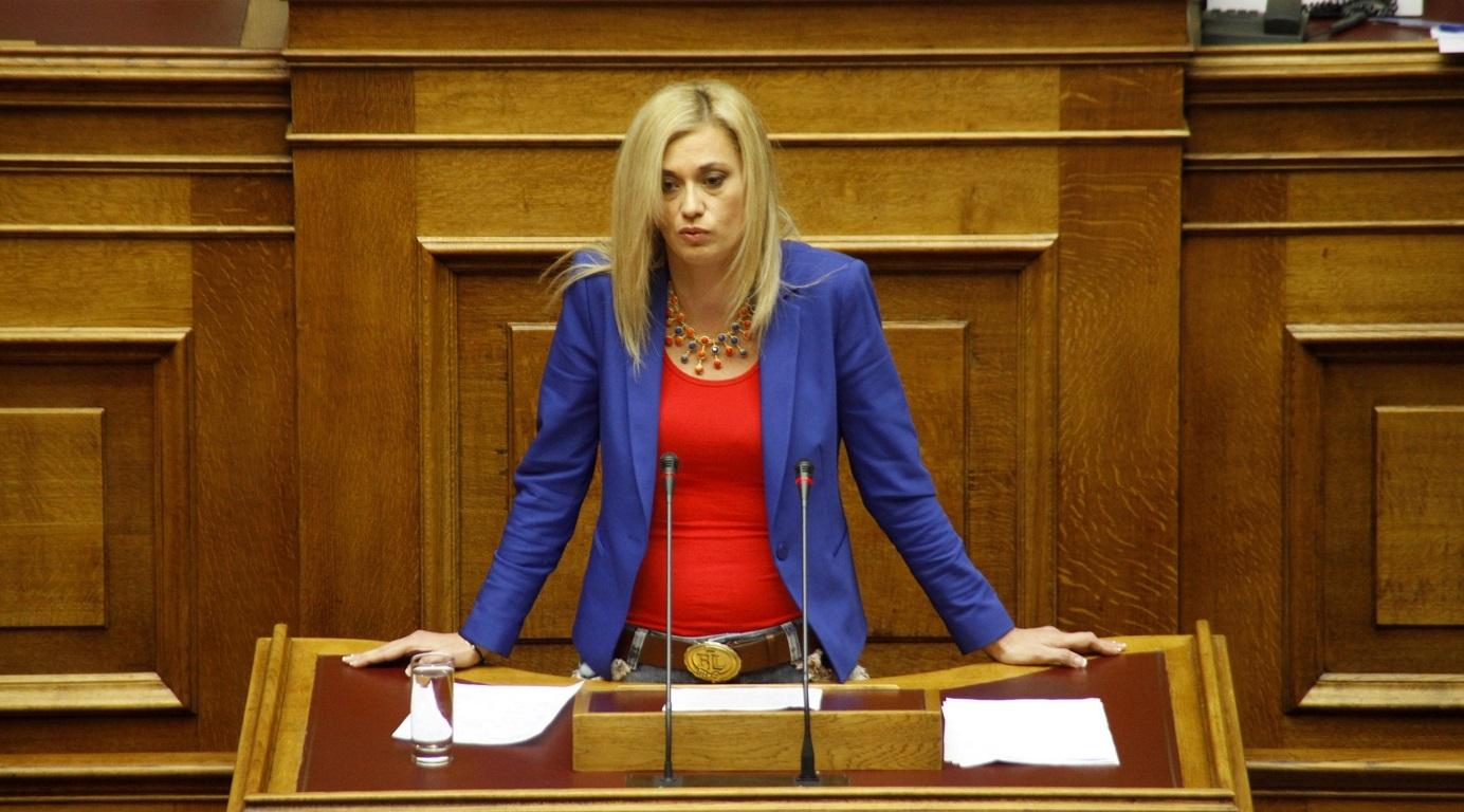 Ραχήλ Μακρή: «Και το μνημόνιο είναι εδώ και μέτρα στοχοποίησης των Ελλήνων πολιτών λαμβάνετε κατ' εντολή των τοκογλύφων δανειστών»