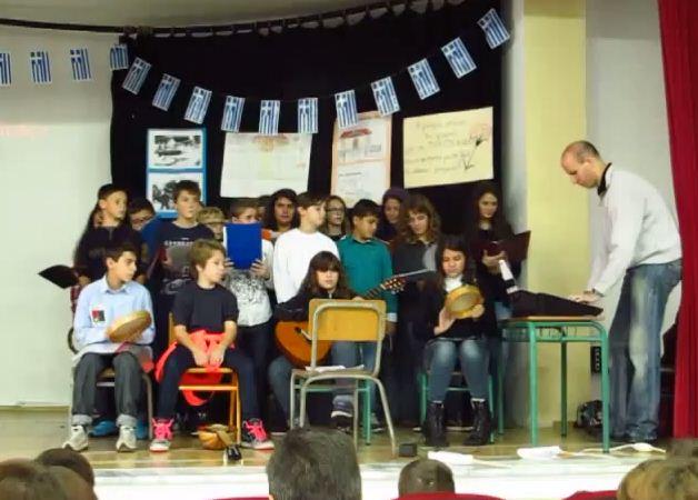 4ο Δημοτικό  Σχολείο Γρεβενών: Επετειακή εκδήλωση για την εξέγερση του Πολυτεχνείου (Βίντεο)